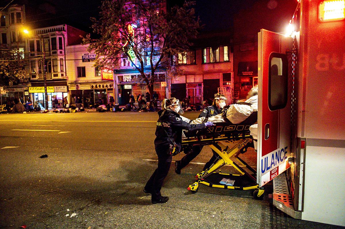 ParamedicLoadsAmbulanceDTES.jpg