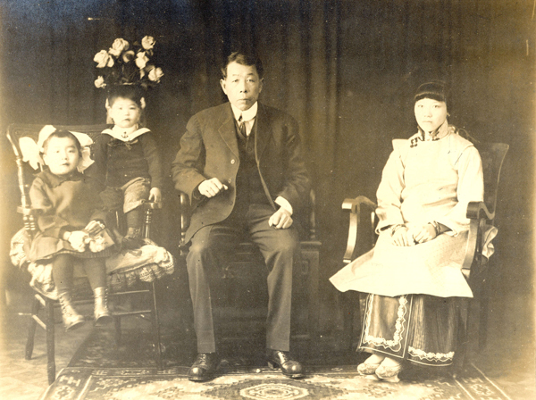 Unidentified Chinese family