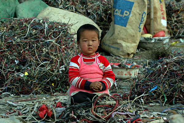 Electronic garbage in Asia, Greenpeace image, 2005