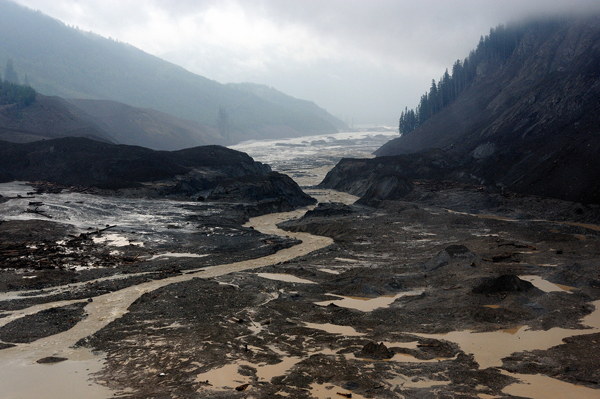 Natural dam breach after Meager Creek landslide