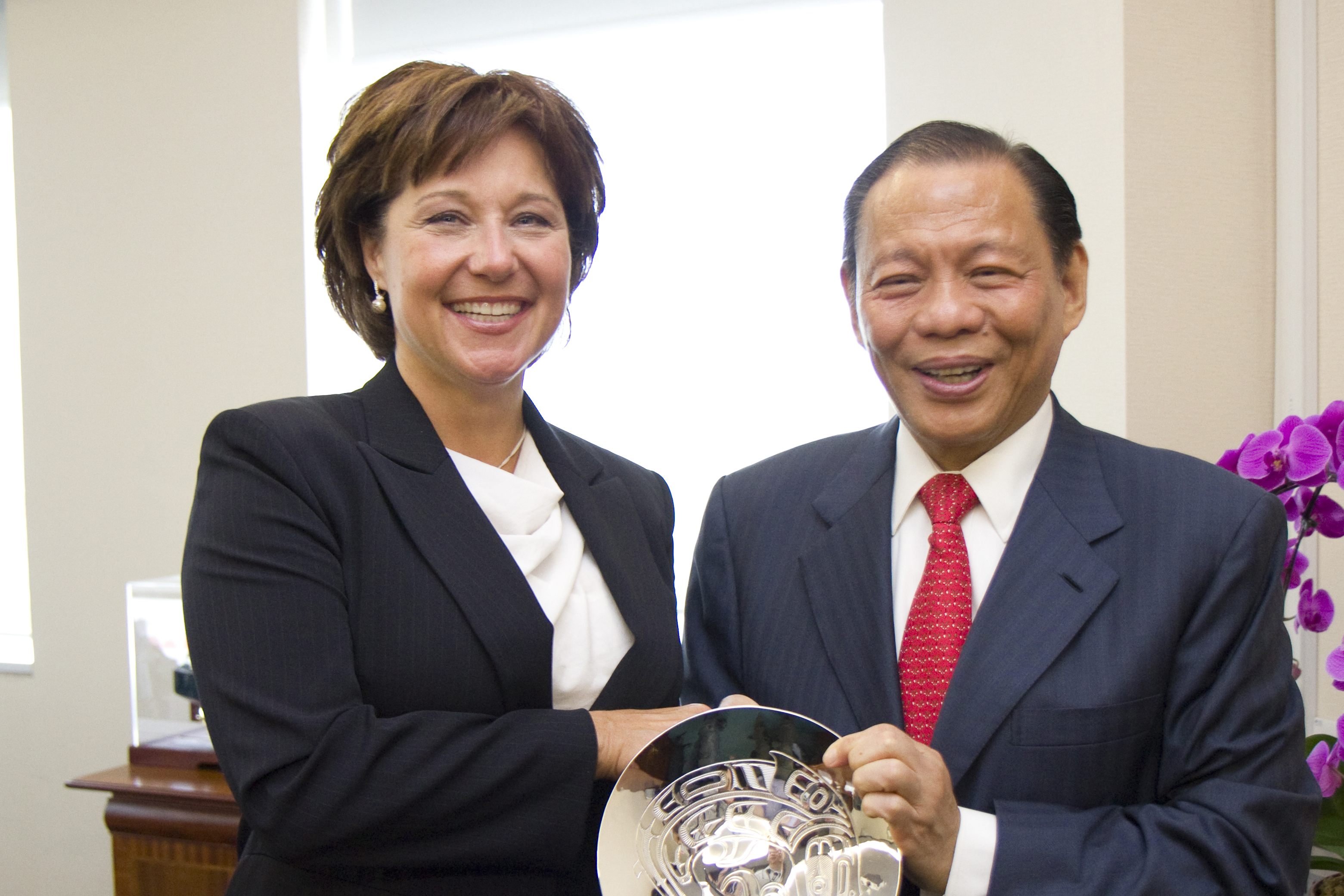 851px version of Christy-Clark-Sukanto-Tanoto.jpg
