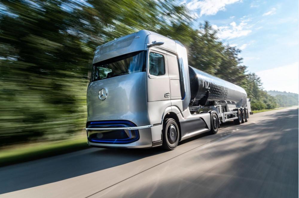 DaimlerFuelCellTruck.jpg