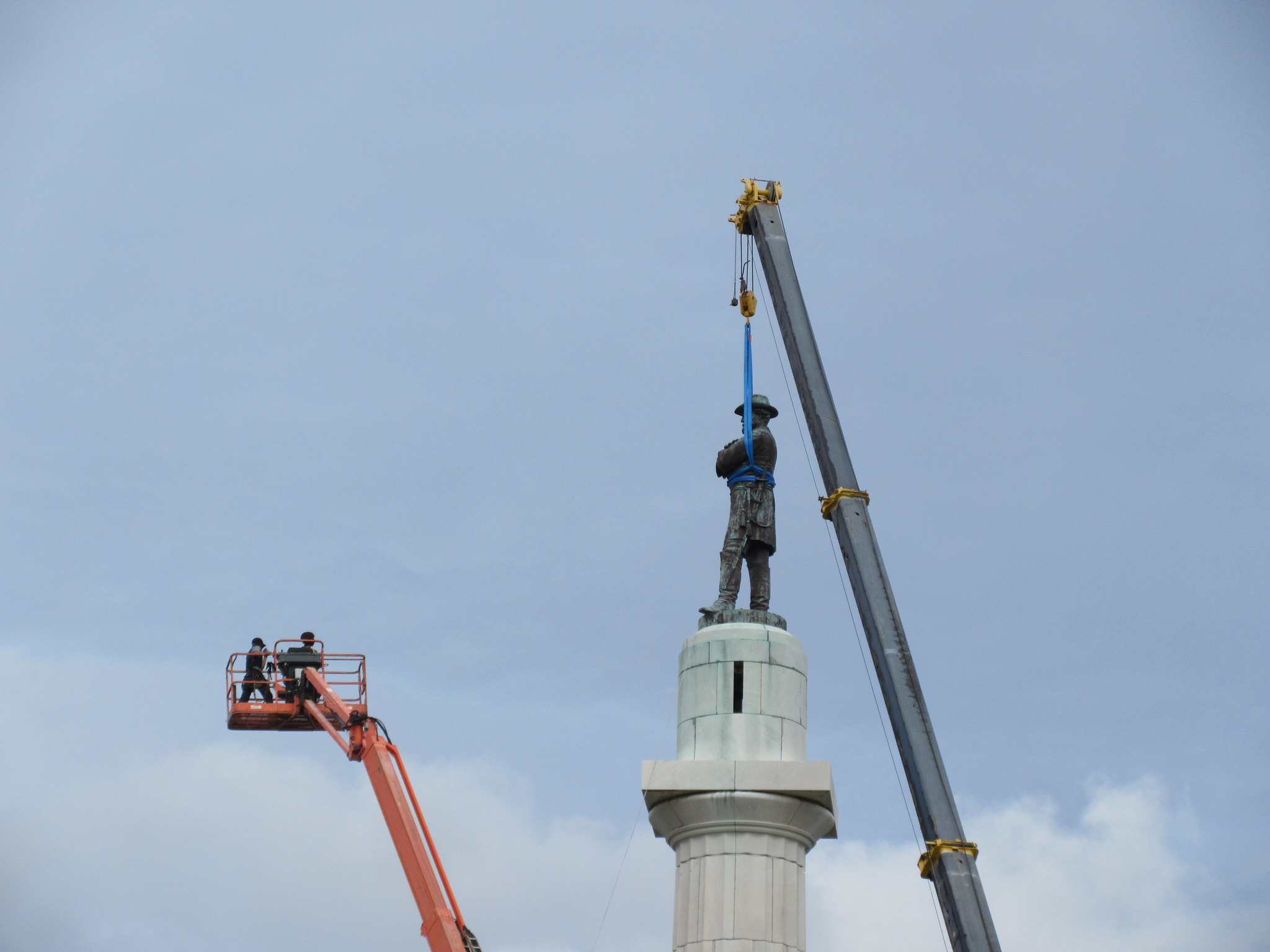 Robert E. Lee statue removal