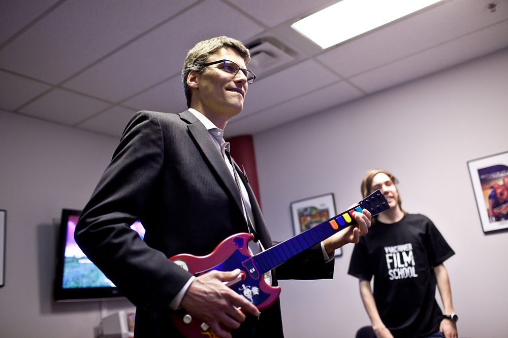 gregor-robertson-plays-guitar-hero.jpg