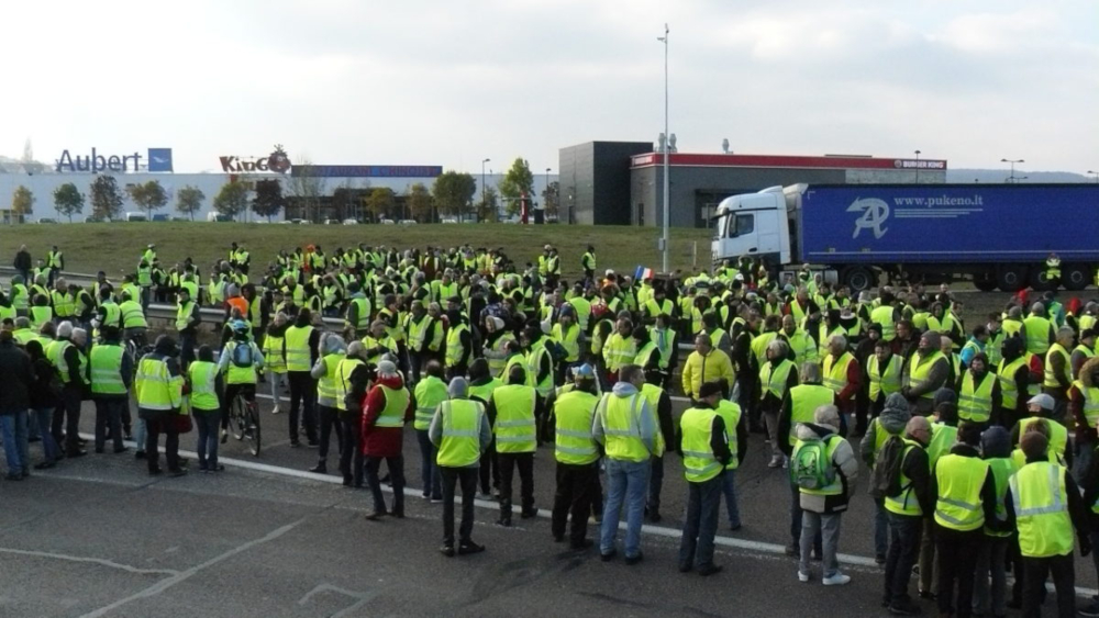 Yellow-Vests.jpg